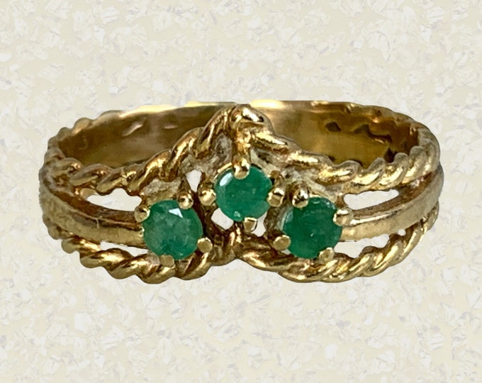 1970s Emerald Wishbone Ring in 9K Yellow Gold. Unique Wedding Band. Vintage Estate Jewelry. May Birthstone. 20th Anniversary