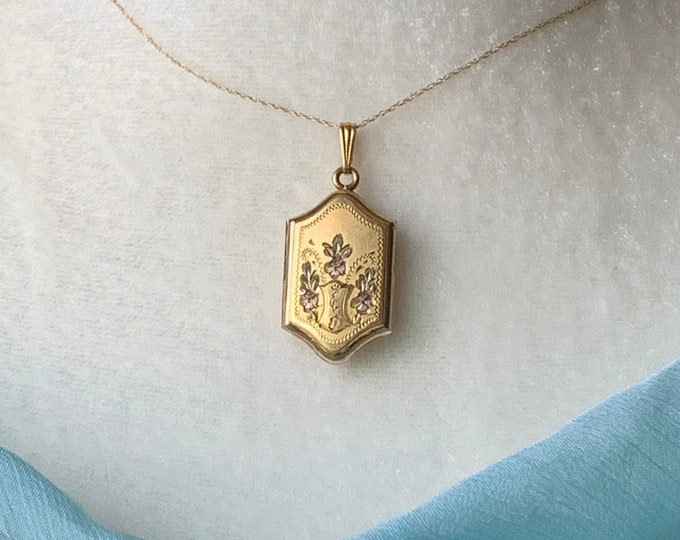 Vintage Yellow Gold Locket with Floral Etching. Photo Gift for Her. Something Old Brides Gift. Meaningful Graduation Gift.