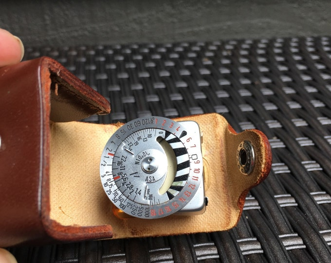 Vintage Light Meter. Metraphot 2 for Lieca in Leather Case. Vintage Electronics. Home Decor. Photographer Gift. Camera Collector Gift.