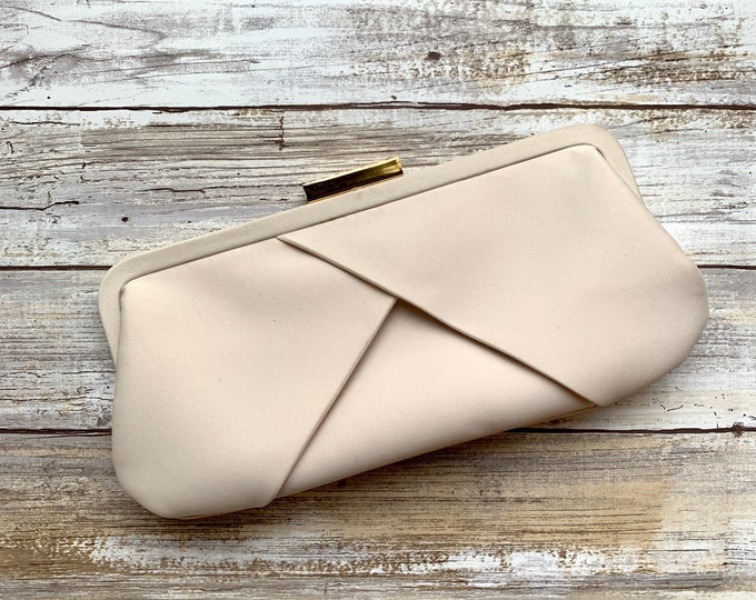 Vintage Cream Clutch by La Regale. Perfect Neutral Evening Bag or Purse. Sustainable Vintage Fashion Accessory Circa 1980s.