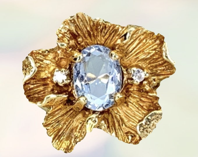 1960s Sky Blue Topaz Flower Ring in 14K Yellow Gold. Bohemian Vintage Estate Jewelry. November Birthstone. 4th Anniversary.