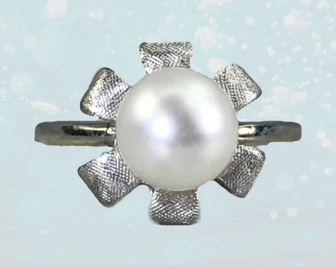 Vintage Pearl Flower Ring in 10K White Gold. Art Nouveau Style June Birthstone. 4th Anniversary Gift. 1940s Sustainable Estate Jewelry