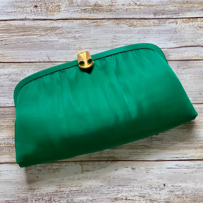 973a006ee68c5 Vintage Emerald Green Satin Clutch with Gold Tone Accents by | Etsy
