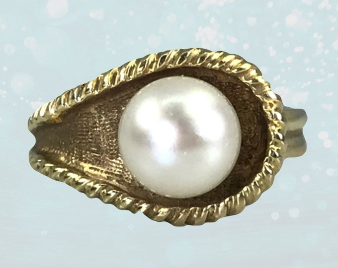 Vintage Pearl Ring in an Asymmetrical 14k Yellow Gold Setting. Estate Fine Jewelry. June Birthstone. Unique Affordable Engagement Ring.