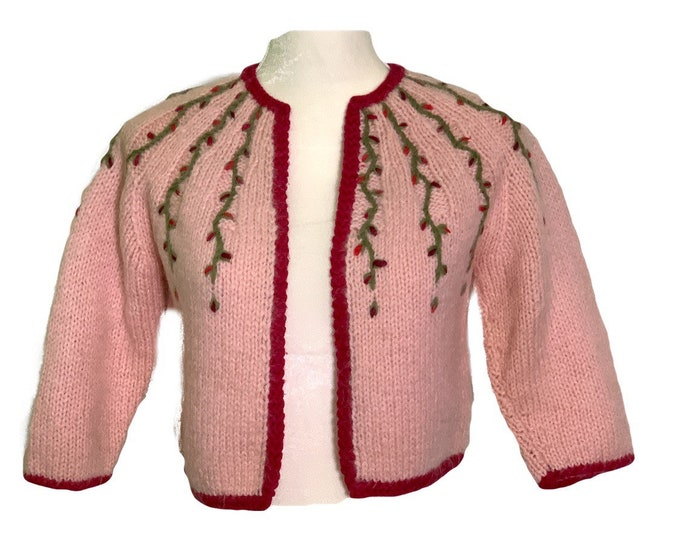 Vintage Pink Wool Sweater with Embroidered Flowers. PinUp Style Cardigan with Cranberry Accents. 1950s Sustainable Womens Fashion.