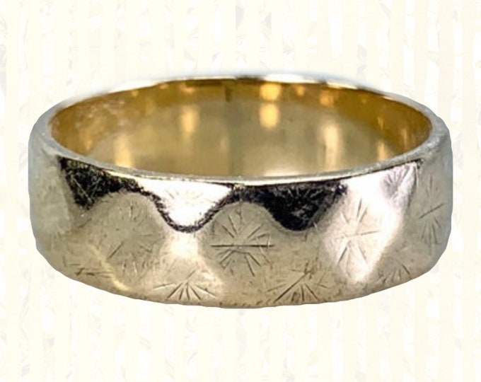 Vintage Etched Gold Wedding Band or Stacking Ring in 9k Yellow Gold. Estate Jewelry Circa 1960s. Size 4 1/2. Full European Hallmark.