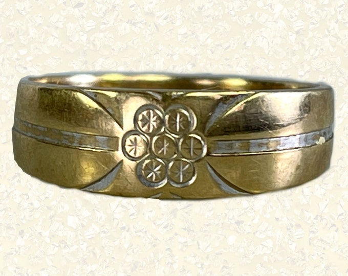 Vintage Etched Gold Wedding Band in 10k Yellow Gold. Trendy Stacking Ring. Size 6 1/4 US. 1950s Sustainable Estate Jewelry.
