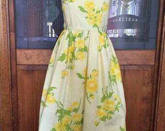 Cute Elegant 1950s yellow sundress 1960s spring floral dress