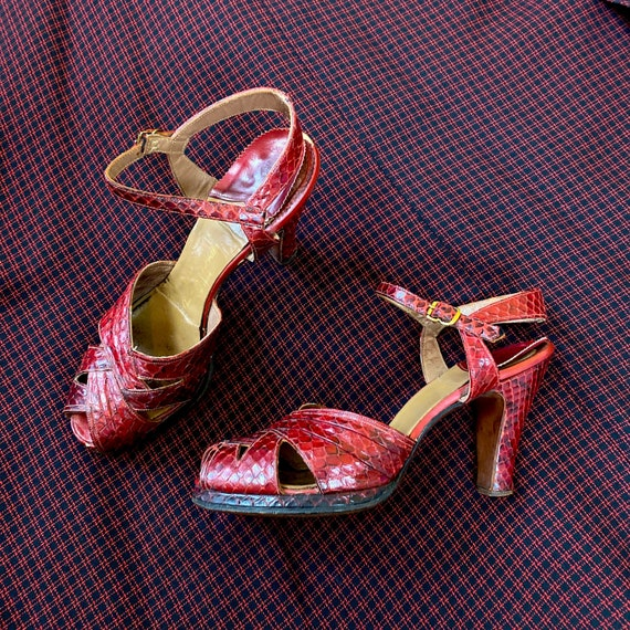 vintage 1940s heels // strappy bright red leather