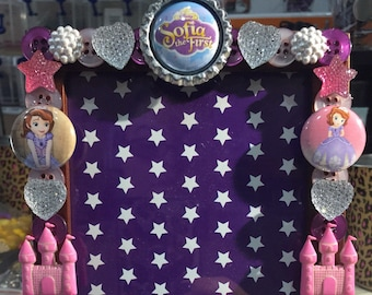 Sofia the first  button picture frame, displays 4 x 6 photo