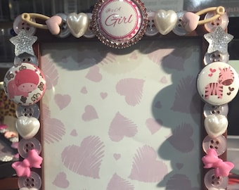 Baby  pink  animal button picture frame, displays 4 x 6 photo