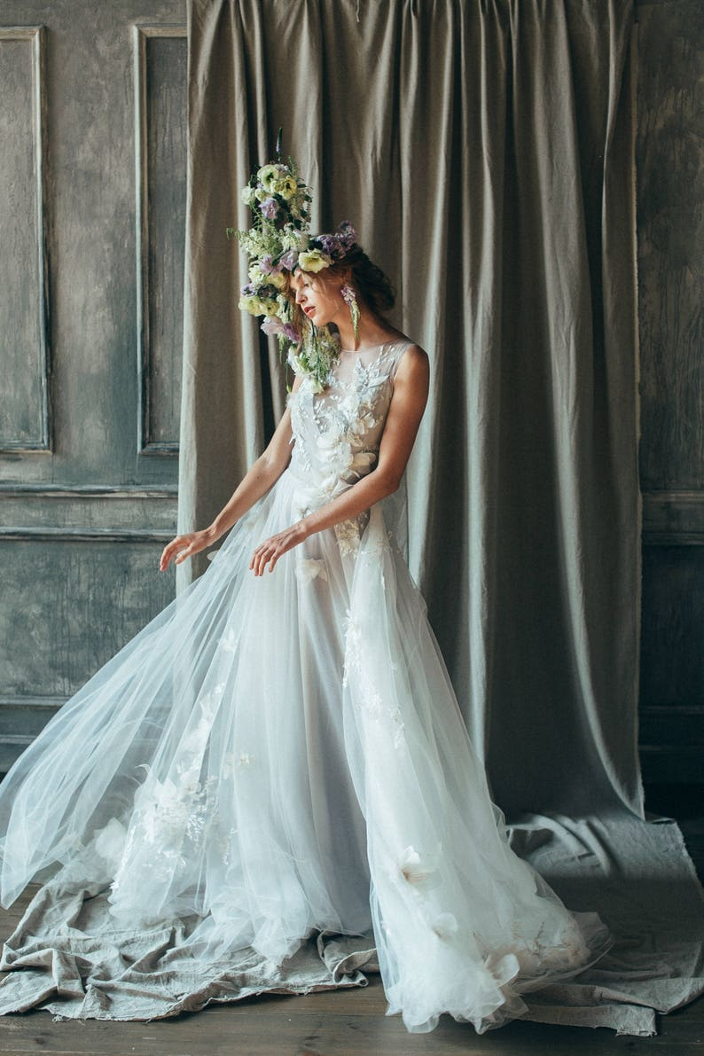5a6484d52ca19 Ivory tulle wedding gown    Veronika   Floral wedding dress
