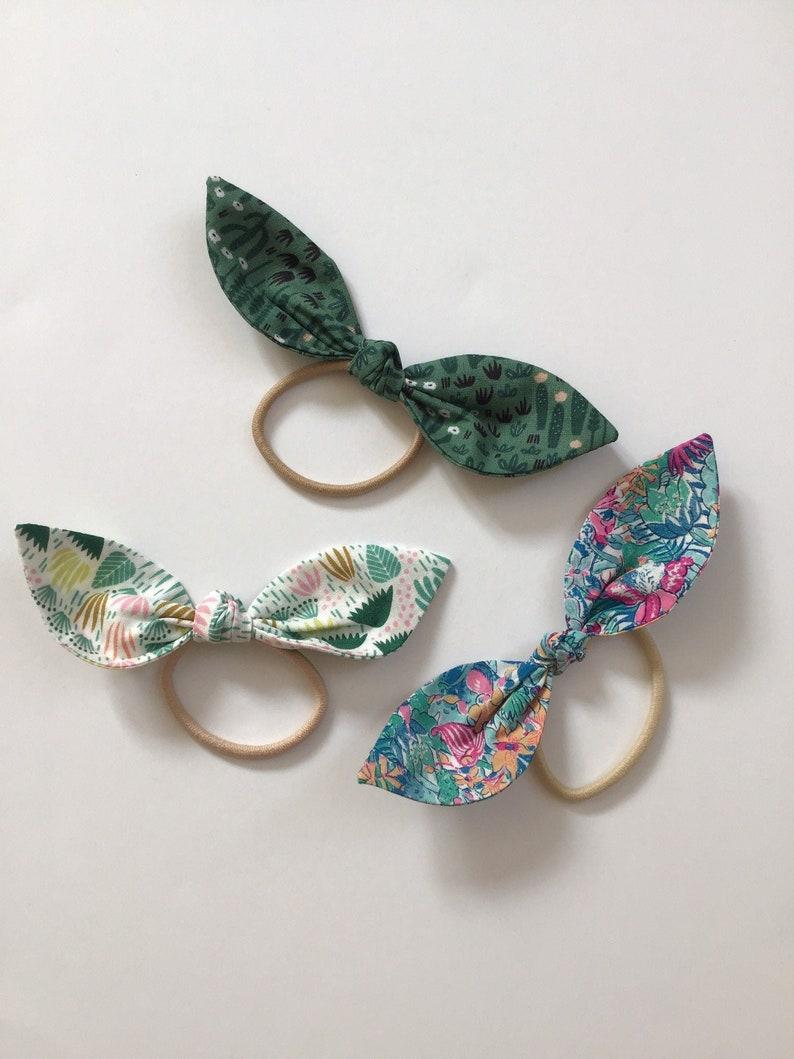 Set of 3 elastic cotton hair bows plant print image 0
