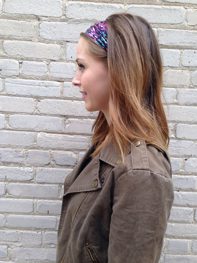 Bright headband silk print with black background and pink image 0