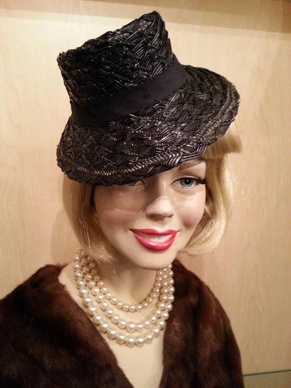 Vintage 1930s /1940s Hat Navy Veil Straw Perch, Ti