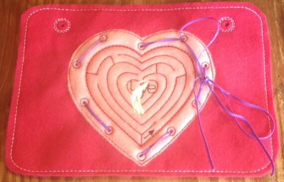 Coeur en forme de jouet carte de laçage et labyrinthe vient w beaucoup de dentelle en plastique développer la motricité Fine. Peut être incorporé dans le sac occupé également