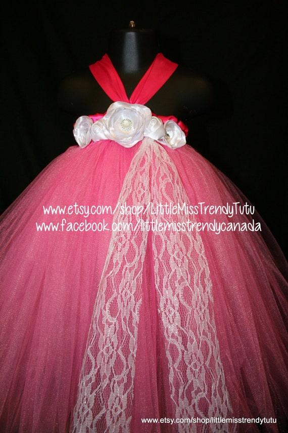 Impactante Vestido de tutú rosa con flores blancas hechas a