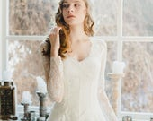 Final sale - last size (S size) / Romantic v-neck wedding dress with sheer lace bodice