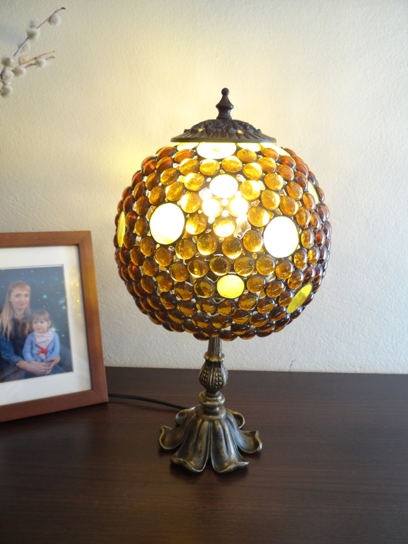 Mesure Verre Sphérique Pouces Base Lampe Chevet Amber Sur En Laiton Stained Abat Jour Ambre 7 n0OPw8k