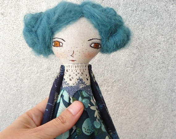 Art doll in cotton and linen. Blue hair. 28 cm.