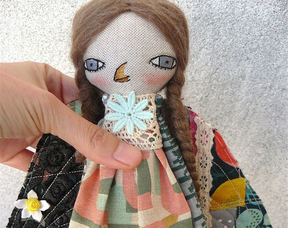 Woman-bird. Art doll in cotton and linen. Wool hair. 27 cm.