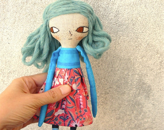 Art doll in cotton and linen. Wool hair. 26 cm.