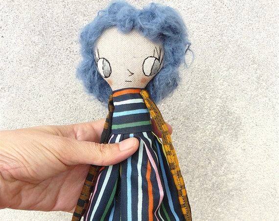 Art doll in cotton and linen. Alpaca silk hair. 27 cm.