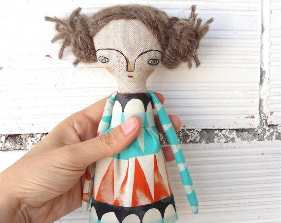 Art doll in cotton and linen. Brown hair. 28 cm.