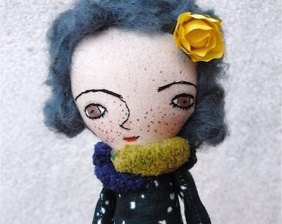 Art doll in cotton and linen. Alpaca silk hair. 28 cm.