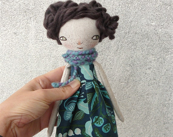 Art doll in cotton and linen. Wool hair. 27 cm.