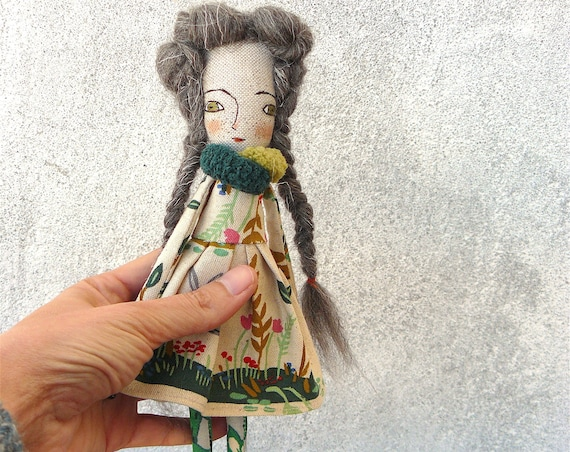 Art doll in cotton and linen. Wool hair. 25 cm.