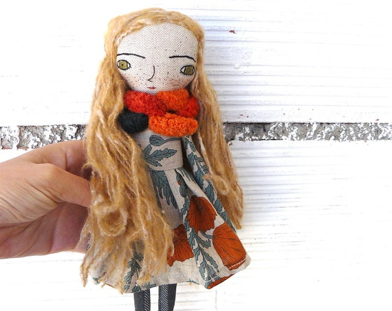 Art doll in cotton and linen. Wool hair. 28 cm.