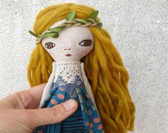 Art doll in cotton and linen. Wool hair. 27 cm. Blonde long hair
