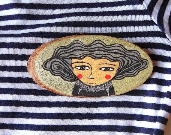 Brooch made in wood. Hand painted portrait of woman. 10 x 4,5 cm