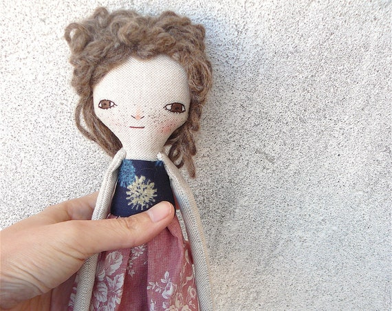 Art doll in cotton and linen. Brown hair. 30 cm.
