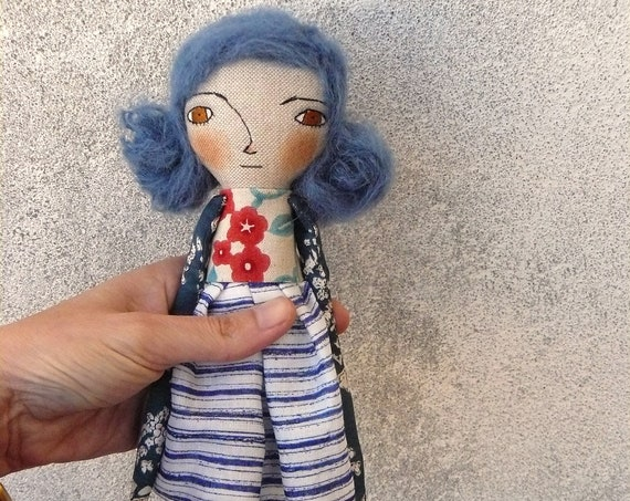 Art doll in cotton and linen. 30 cm. Fabric doll. Cloth doll. Textile doll. Artistic doll.