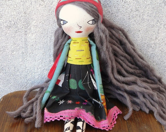 Art doll in cotton and linen. 33 cm. Fabric doll. Cloth doll