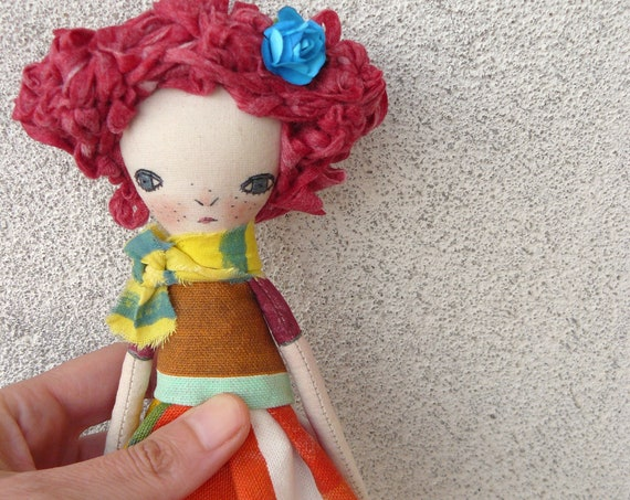 Art doll in cotton and linen. 27 cm. Fabric doll. Cloth doll. Textile doll. Artistic doll.