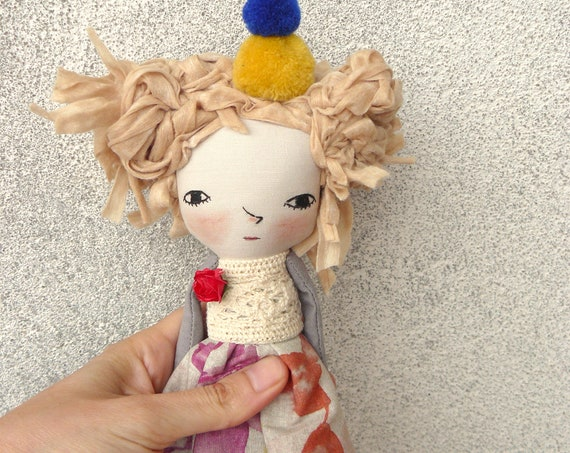 Art doll in cotton and linen. 33 cm. Cellulose hair. Fabric doll. Cloth doll