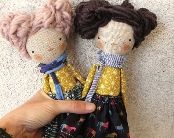 Art doll in cotton and linen. Wool hair. 30 cm.