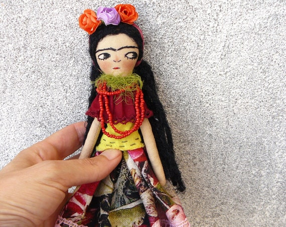 Art doll in cotton and linen. 24 cm. Fabric doll. Cloth doll. Textile doll. Artistic doll.