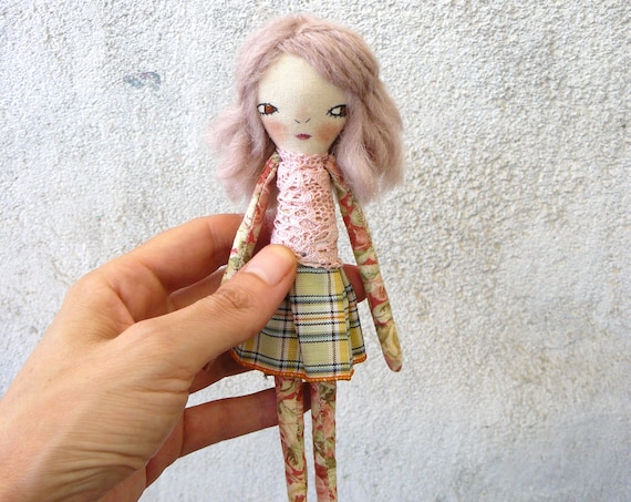 Art doll in cotton and linen. 18 cm. Fabric doll. Cloth doll