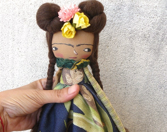 Art doll in cotton and linen. 32 cm. Fabric doll. Cloth doll. Textile doll. Artistic doll.