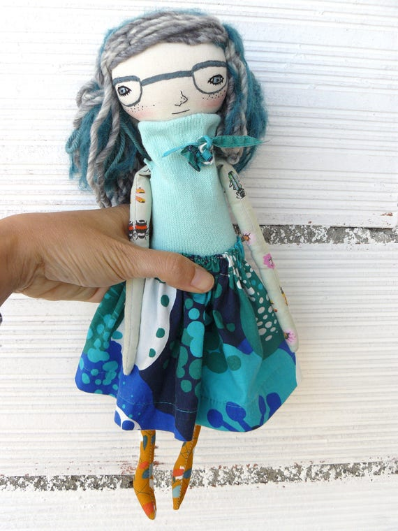 Art doll in cotton and linen. Alpaca and wool hair. 32 cm. Embroidered glasses
