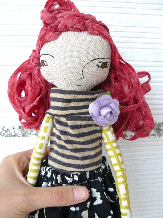 Arantxa Art doll in cotton and linen, fabric hair. 32 cm.