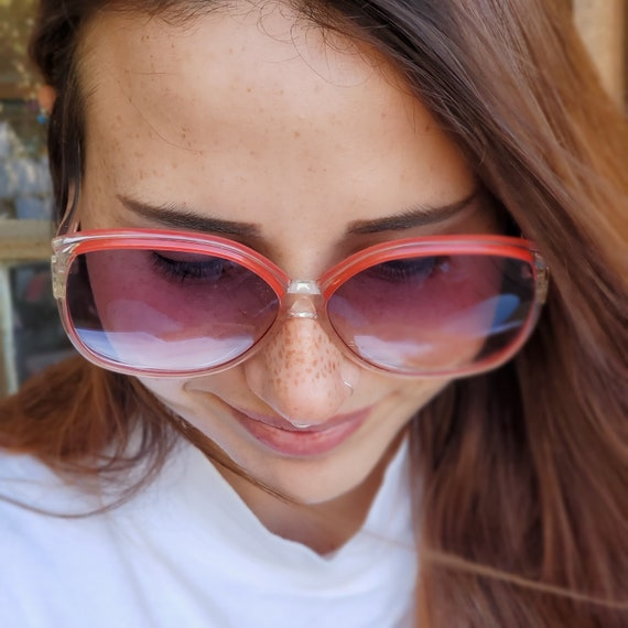 Oversized Square Clear Red Sunglasses, Vintage 19… - image 4