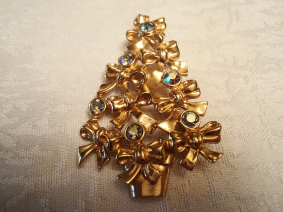 Vintage Avon Christmas Tree Brooch Gold Ribbon Book Piece
