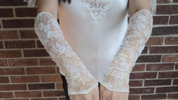 1930's Art Deco Floral Lace Wedding Gauntlet Sleev
