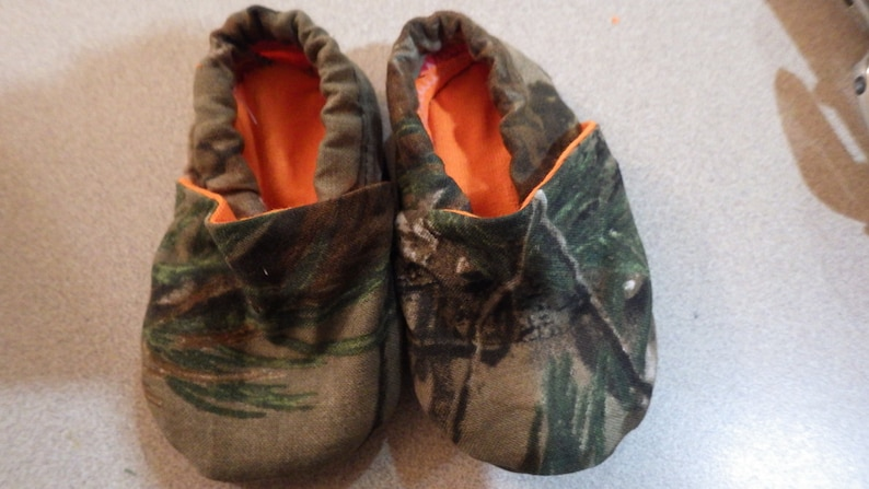901ed20aa Realtree/ Mossy Oak camouflage crib shoes with blaze orange | Etsy