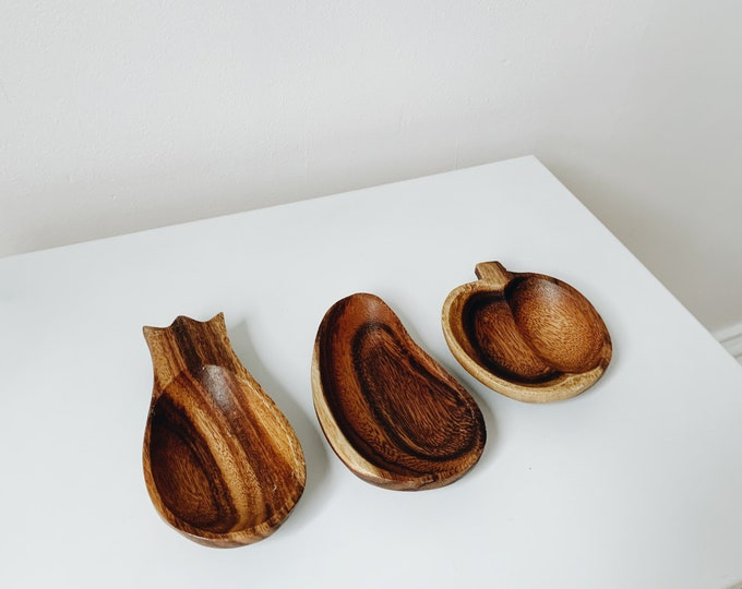 Vintage wooden fruit bowls made in the Philippines